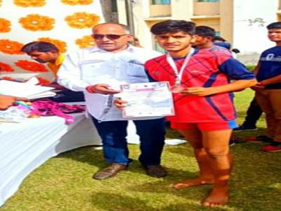 किसान के बेटों ने कबड्डी में जीता मेडल, नेशनल खेल के लिए चयन